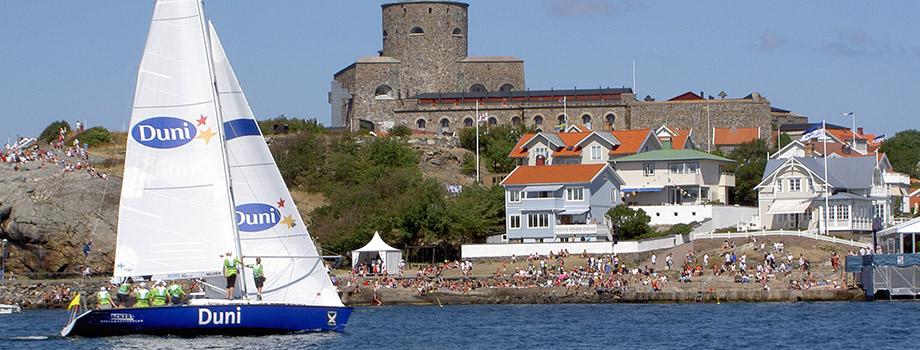 segling framför fästningen