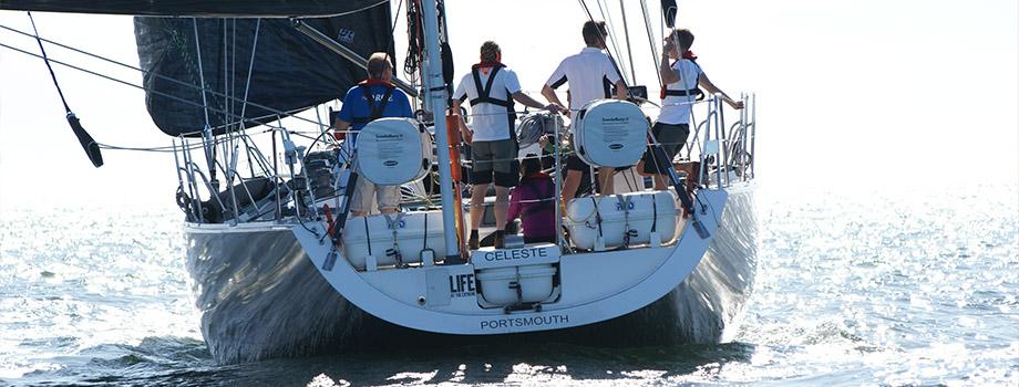 segelbåt bakifrån